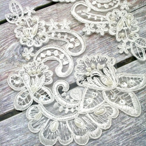 Ivory Curved Beaded Lace Piece for Invitations