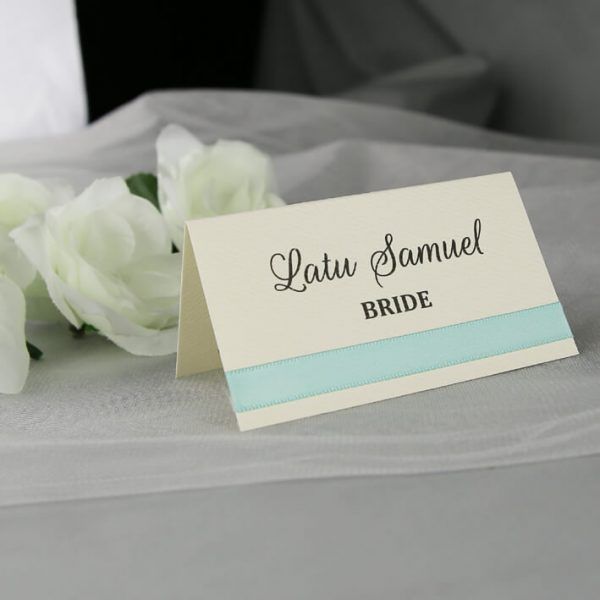 PLACAR085 cream place card with green ribbon